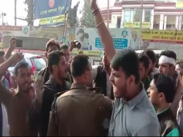 A scuffle broke out between student members of RJD and JDU in Patna. Photo/ANI