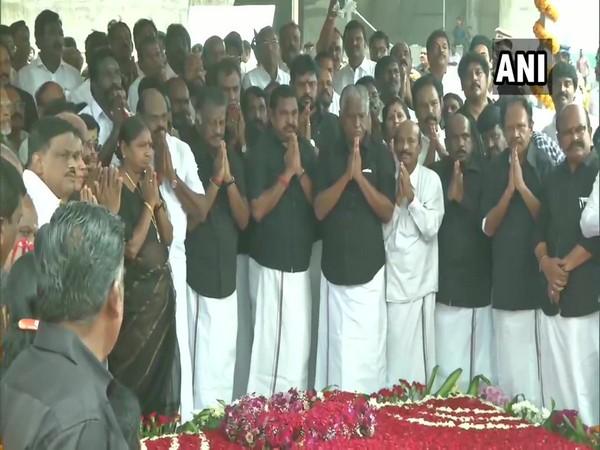 CM Edappadi K Palaniswami and Deputy Chief Minister O Panneerselvam pay tribute at Jayalalithaa Memorial. Photo/ANI