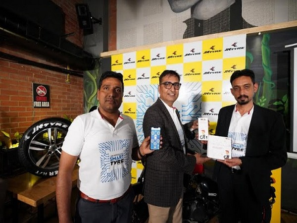 Rasool Syed, Buisness Head, Smart Tyres (L), Sanjeev Sharma, GM Fleets by JK Tyre (M) & Amit Gujral, CMO - JK Tyre & Industries Ltd. at influencer meet up in Bengaluru