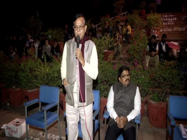 CPI-M leaders Md Salim (left) and KK Ragesh (right) on Sunday addressed the protesting students of JNU on the campus. Photo/ANI