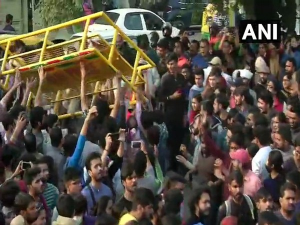 Visual from the scuffle between the police and students at the protest march carried out by JNUSU in New Delhi on Monday. Photo/ANI