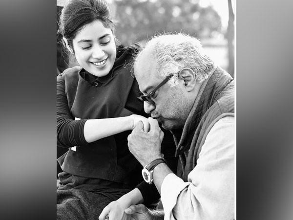Actor Janhvi Kapoor with father, film producer Boney Kapoor (Image source: Instagram)