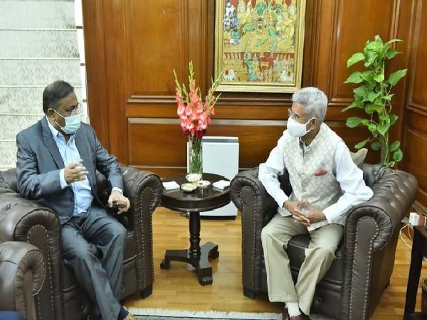 EAM S Jaishankar with Bangladesh Information and Broadcasting Minister, Dr Hasan Mahmud. (Twitter)