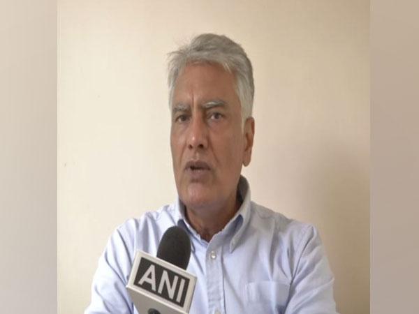 Congress leader Sunil Jakhar talking to ANI in New Delhi on Sunday.