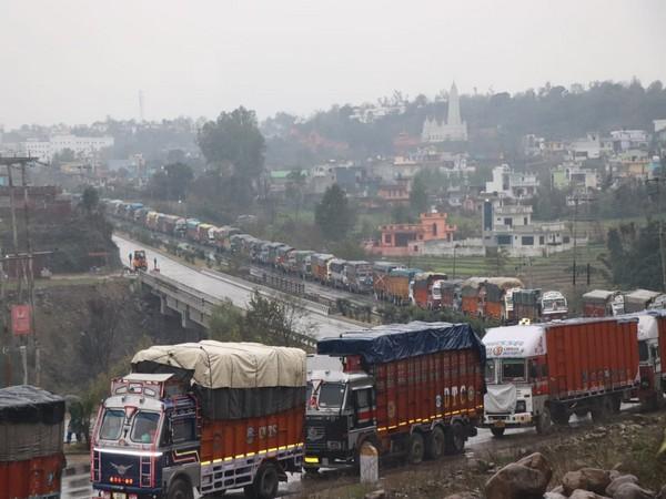 Traffic suspended on Jammu-Srinagar during fresh snowfall in the area Photo/ANI