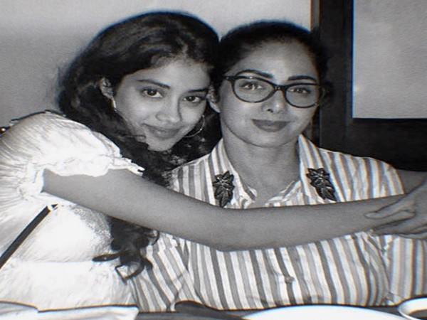 Actor Janhvi Kapoor with late mother Sridevi (Image source: Instagram)