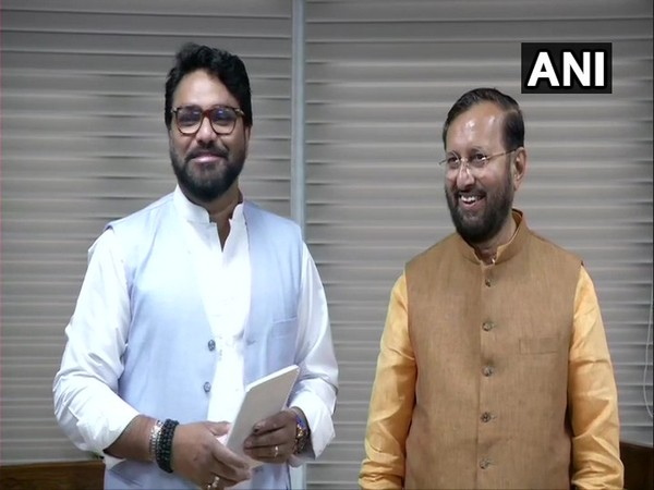 Union Ministers Prakash Javadekar and Babul Supriyo take charge of the environment ministry in New Delhi on Saturday.