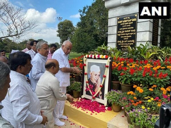 CM BS Yeddiyurappa and State Minister Basavaraja Bommai paying tributes to Jawaharlal Nehru on Thursday.