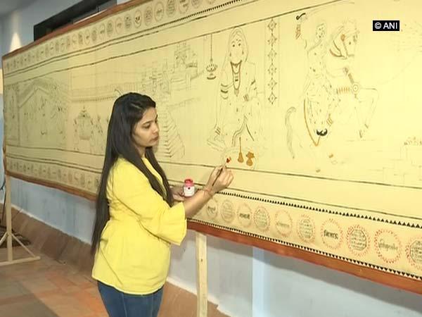 Painter Shrutika Ghagh works on a saree depicting life of Rajmata Jijabai [Photo/ANI]