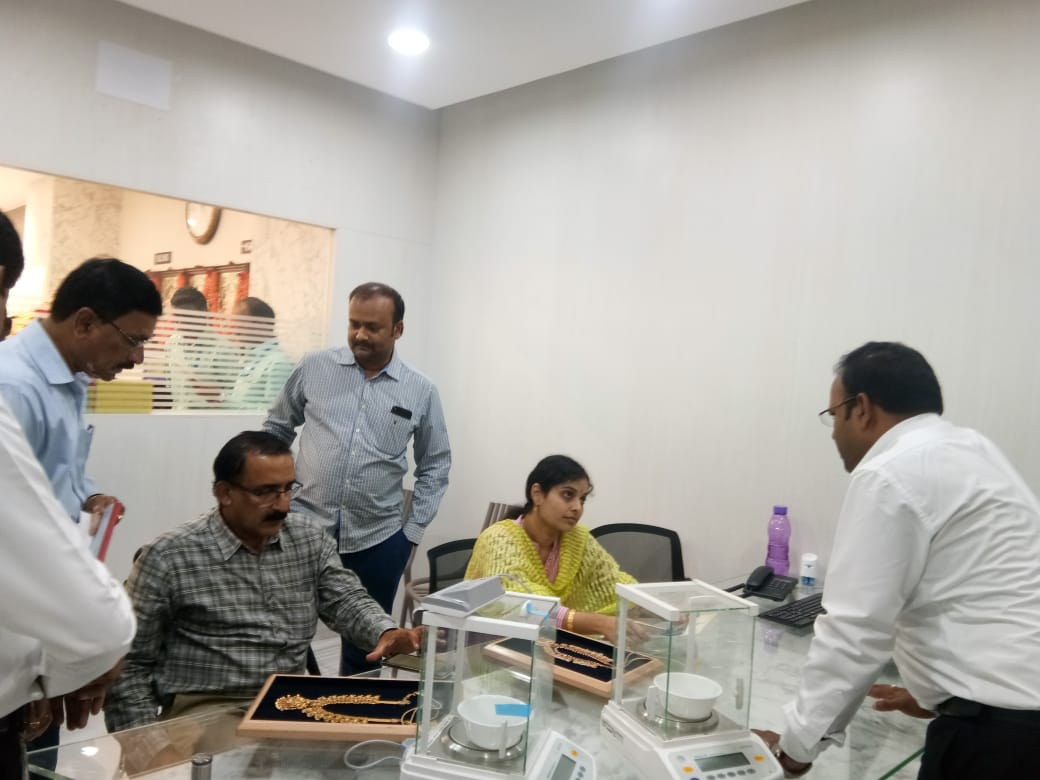 Visuals from a raids at jewellery shop by a team of Legal Metrology in Andhra Pradesh.