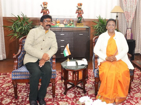 Jharkhand chief minister Hemant Soren meets Governor Draupadi Murmu at Raj Bhawan on Thursday Photo/ANI
