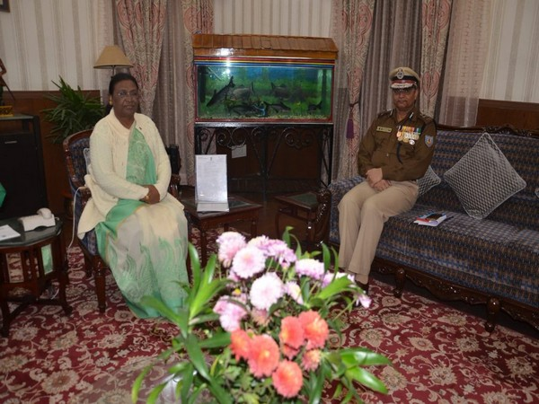 Jharkhand Governor Draupadi Murmu met DGP KN Choubey on Sunday at the Raj Bhawan in Ranchi. (Image Courtesy: Information & Public Relation Department (IPRD), Jharkhand)