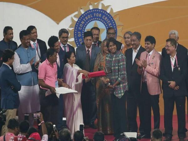 Jhulan Goswami  being felicitated at Eden Gardens. (Photo/Jhulan Goswami Twitter)