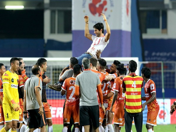 FC Goa celebrate after qualifying for ISL playoffs (Photo/ Sportzpics)