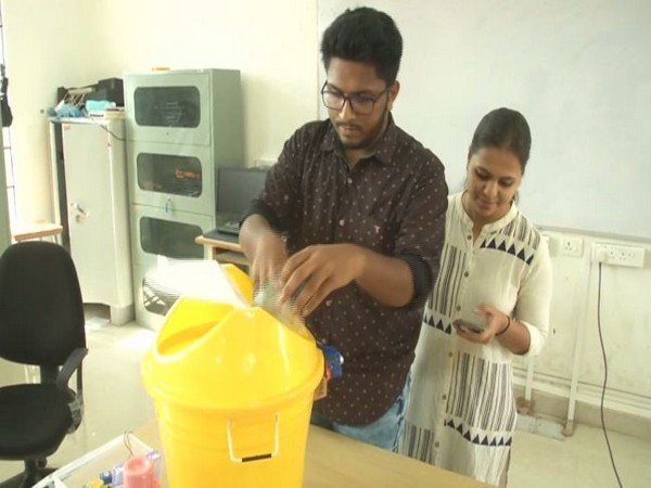 Two engineering students of Central University of Karnataka made a smart garbage monitoring system dust bin. Photo/ANI