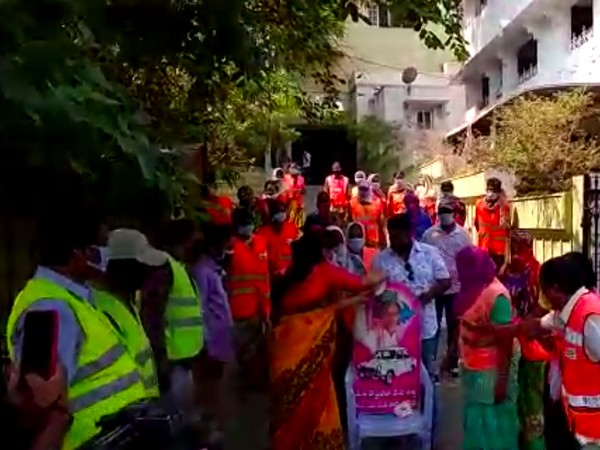 GHMC Mayor's wife Bonthu Sridevi with other GHMC workers offered milk on KCR's photo (photo/ANI)