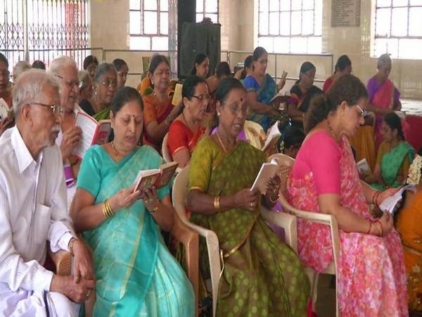 Devotees recite 'Bhagvad Gita' at  Prasanna Ganpati temple for rain