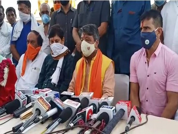 BJP General Secretary Kailash Vijayvargiya. (second from right) speaking to reporters in Indore on Saturday. (Photo/ANI)