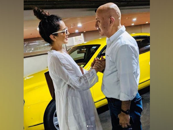 Kangana Ranaut with Anupam Kher (Picture Courtesy: Instagram)