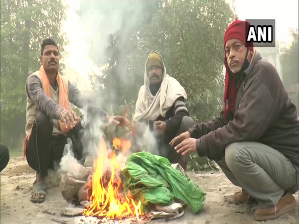 Due to intense cold, labourers gathered on the street and set up bonfires to keep themselves warm in Uttar Pradesh's Kanpur.