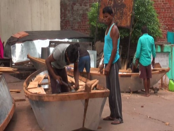 Boat being constructed in Sarsaiya Ghat, Kanpur (Photo/ANI)