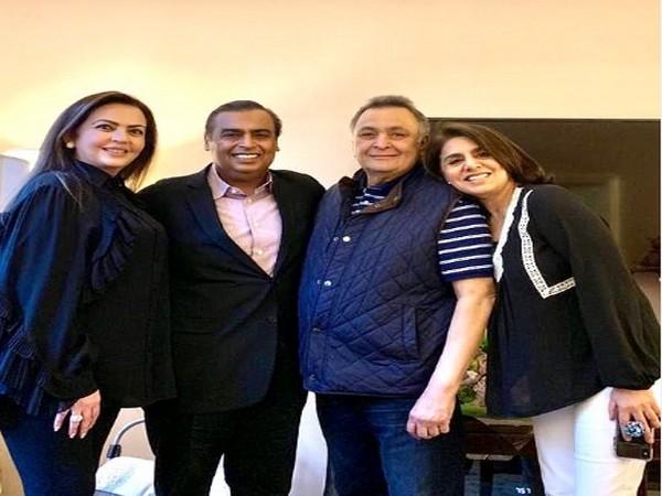 Late actor Rishi Kapoor with wife Neetu Kapoor and business magnate Mukesh Ambani and wife Neeta Ambani (Image Source: Instagram)