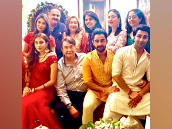 Actors Kareena Kapoor Khan, Randhir Kapoor and Neetu Kapoor with their family. (Image Source: Instagram)