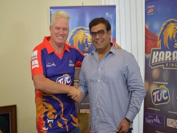 Dean Jones with Karachi Kings owner. (Photo/Karachi Kings Twitter)