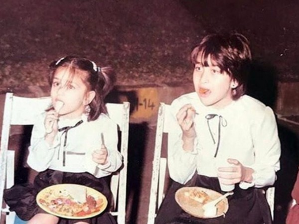 Childhood picture of Kareena and Karisma (Image Source: Instagram)