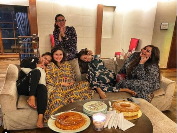 Actors Kareena Kapoor Khan, Karisma Kapoor, Malaika Arora, Amrita Arora and their friend Malika Bhat (Image Source: Instagram)