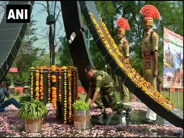 BSF personnel at Humhama base camp paying tributes to Kargil war heroes. Photo/ANI