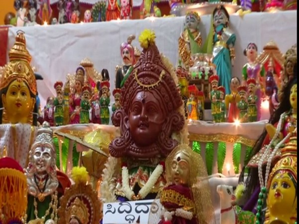 Shivamogga based family displays various dolls with different themes on Dasara doll festival. Photo/ANI