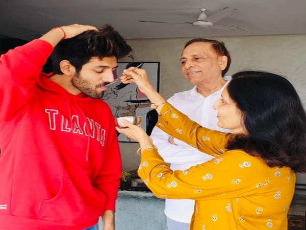 Actor Kartik Aaryan prepping up for Prime Minister Narendra Modi's speech (Image Source: Instagram)