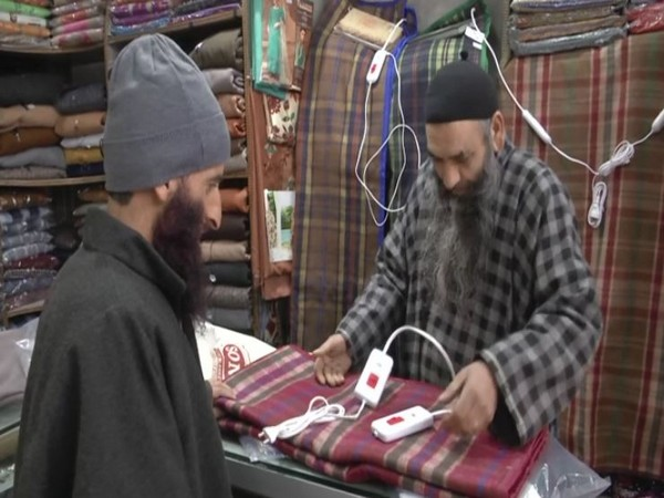 Customer buying electric blanket in Kashmir (Photo/ANI)