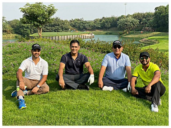 MS Dhoni along with RP SIngh, Kedar Jadhav and one other. (Photo/Kedar Jadhav Twitter)