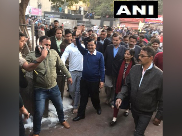 Aam Aadmi Party chief Arvind Kejriwal reached Hanuman Temple at Cannaught Place to offer prayers.