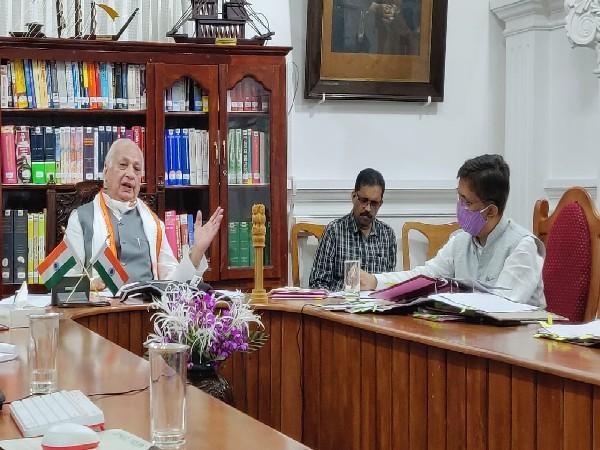 Kerala Governor Arif Mohammad Khan meeting Vice Chancellors (Photo/ANI)