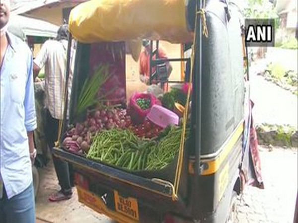 Autorickshaw driver in Kerala starts selling vegetables after facing financial crisis due to COVID-19. Photo/ANI
