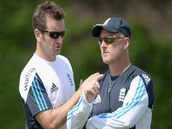 Kevin Shine (left) (Photo/ Nottinghamshire CCC Twitter)