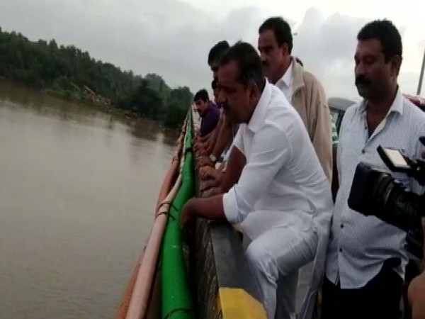 Congress MLA from Ullal, U T Abdul Khader joins in the search operation on Tuesday. Photo/ANI