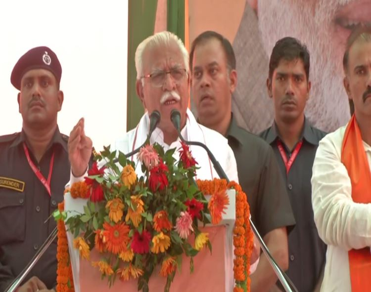 Haryana Chief Minister Manohar Lal Khattar speaking at an election rally in Jhajjar on Monday. Photo/ANI