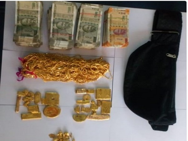 Gold and cash seized by Customs in Palakkad.