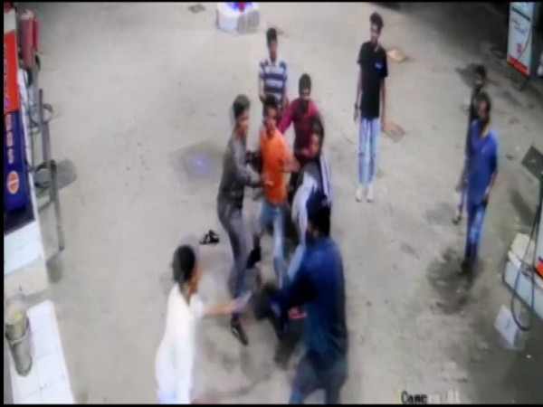 CCTV footage showing a group of boys attacking petrol pump staff. Photo/ANI