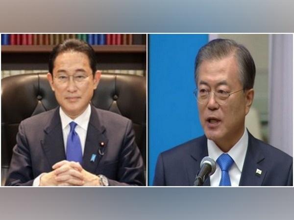 Japanese Prime Minister Fumio Kishida and South Korean President Moon Jae-in.