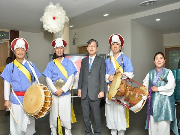 The Consul General of the Republic of Korea in Mumbai, Dong-young Kim is seen with the Korean artists