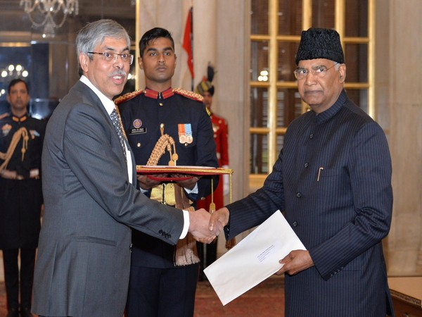 President Ram Nath Kovind with High Commissioner of Bangladesh Muhammad Imran in New Delhi (Picture Credits: President of India/Twitter)
