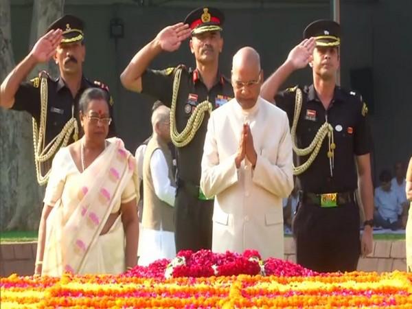 President Ram Nath Kovind paying tribute to Lal Bahadur Shastri at Vijay Ghat in New Delhi on Wednesday. Photo/ANI