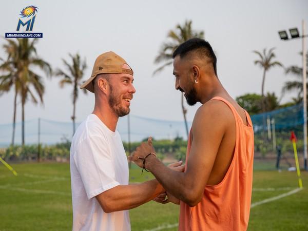 Krunal Pandya and Chris Lynn (Photo/ Mumbai Indians Twitter)