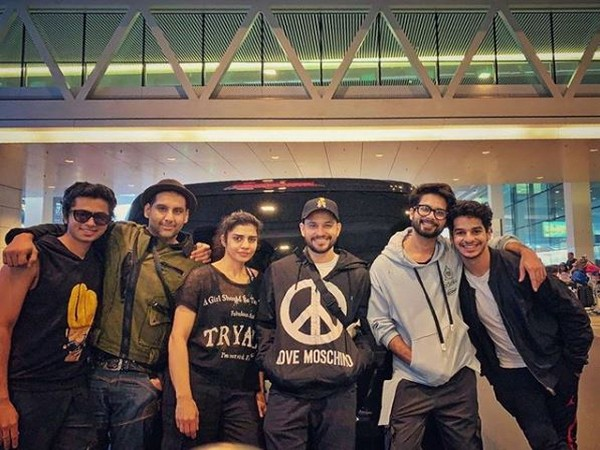 Kunal Kemmu, Shahid Kapoor, Ishaan Khatter with friends (Image Courtesy: Instagram)