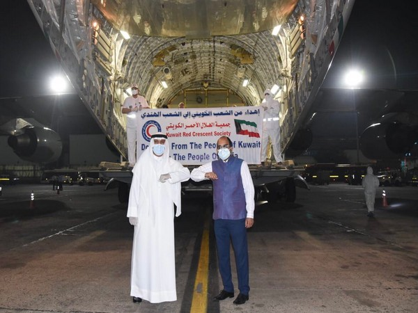 Kuwaiti shipment of 282 oxygen cylinders, 60 oxygen concentrators, ventilators and other medical supplies that arrives in India (Twitter)